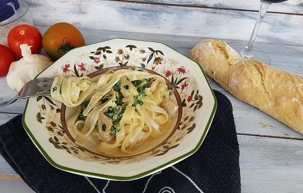 Pasta, tagliatelle a la florentina.